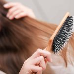 02-brush-hair-washing-mistakes-13042749-kzenon